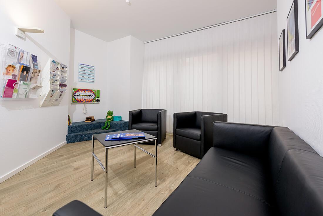 Zahnarzt Grevenbroich - Böckelmann - Praxis – Wartezimmer