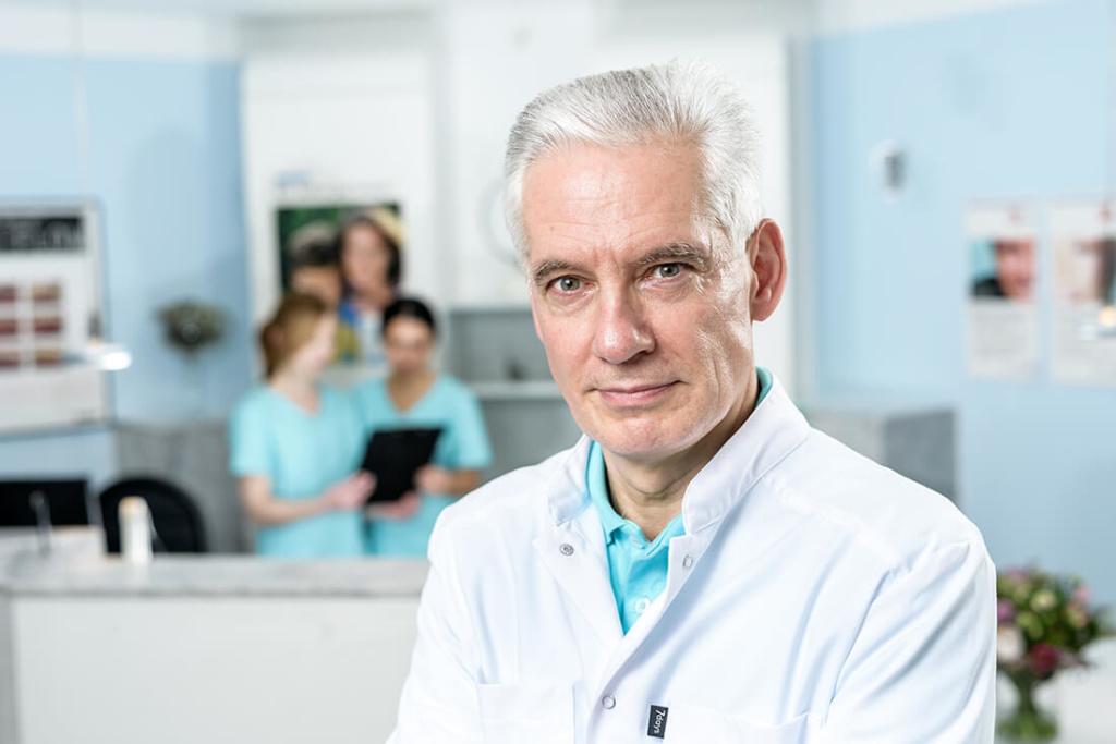 Zahnarzt Grevenbroich - Böckelmann - Startseite - Headerbild Dr. Klaus Böckelmann